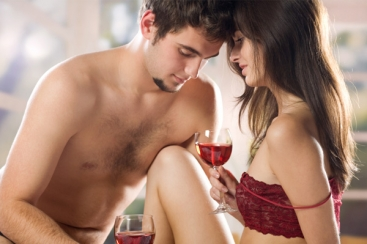 sexy-couple-drinking-wine
